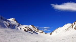 Ringsetkloven in de verte met rechts Jolgrøhornet