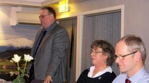 Bjørn Steinar met naast zich de beide president van de Rotaryclubs