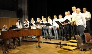 Ørskogkoret met dirigent Eli-Marita