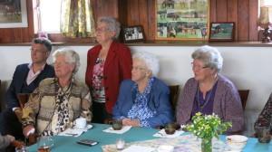 Gert, Gert's moeder en drie tantes