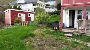 Egaliseren van het grasveld, stapstenen leggen