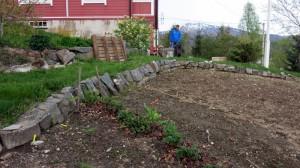 Muren in de groentetuin eruit en nieuwe stevige erin met drainage