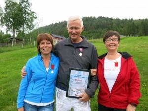 Kari, Hans Arne en Anita worden geëerd met medailles