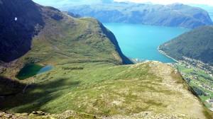 Fjelladalen met de hut, deel van Stordal en Storfjorden