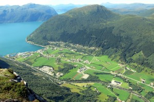 Stordal. Ons kantoor aan de fjord zie ik ook :-)