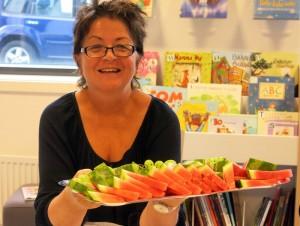 Åse Pernille met een mooie fruitschaal