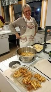 Marit maakt Okoy: gefrituurde koekjes van zoete aardappel, kleine garnalen en taugé