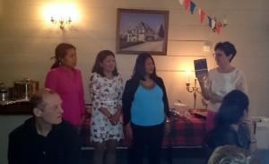 28 Gunnhild ønsker velkommen og introduserer både boken og de filipinske medhjelpere