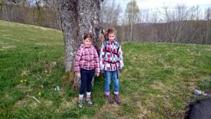 Bij de start van de wandeling: Eloise en Arianne
