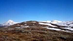De top van Svartløkfjellet in de verte