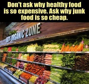 Vraag niet waarom gezond eten zo duur is. Vraag waarom junkfood zo goedkoop is.