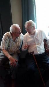 Mijn vader in gesprek met oom Henk