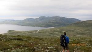 Imingfjell turisthytte in de verte, nabij aangelegde dam
