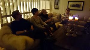Eerst een glaasje glühwein drinken in de huiskamer