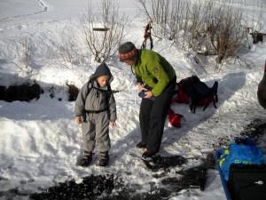 Goed uitgerust met kleren en sneeuwschoenen
